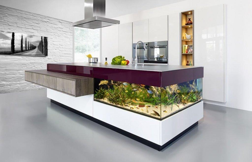 Стол-аквариум на кухне