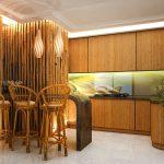 Стены и стулья из бамбука