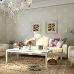 Картины над светлым диваном в гостиной