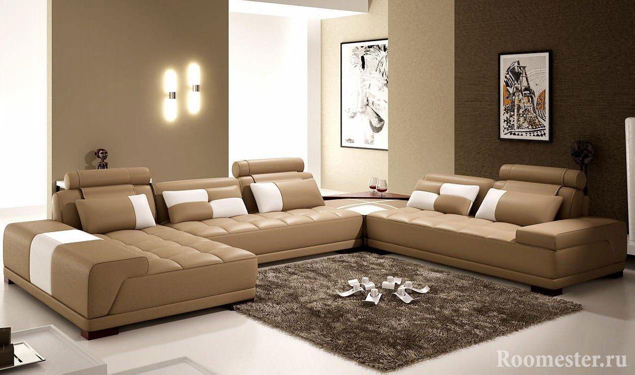 Кофейные стены и диван в гостиной