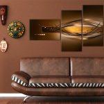 Африканские маски и модульная картина над диваном