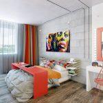 Яркая картина в интерьере спальни