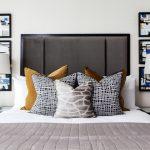 Картины у изголовья кровати
