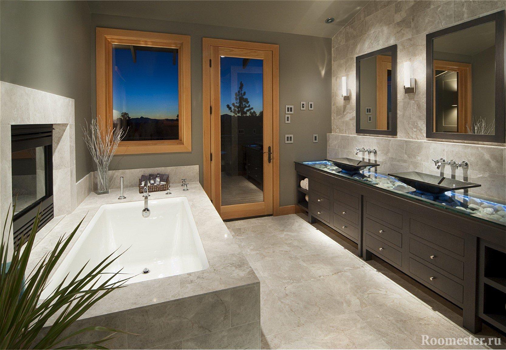 Мраморные стены и пол в ванной