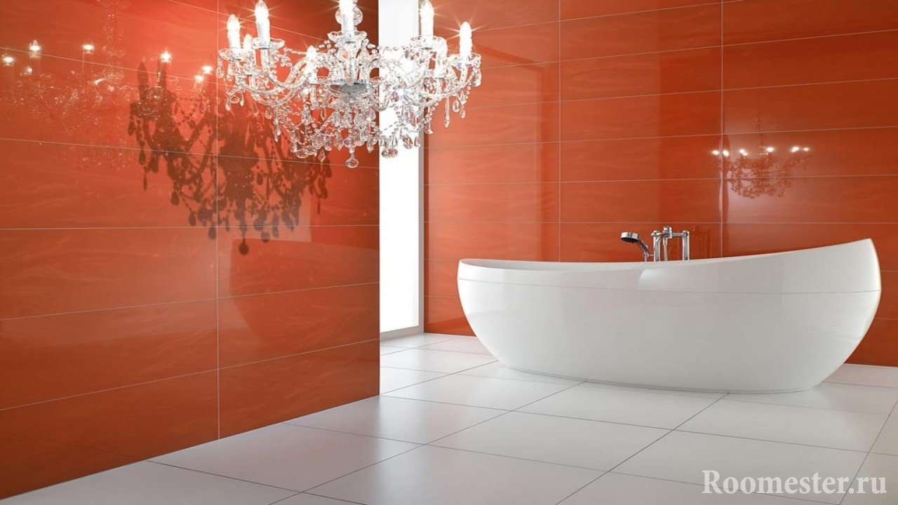 Красные стены и белый пол в ванной