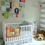 Буквы над детской кроваткой