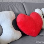 Сердце и буквы на диване