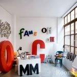 Буквы на стенах комнаты