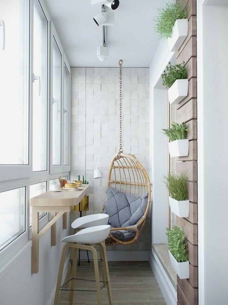 Навесной балкон с красивым дизайном