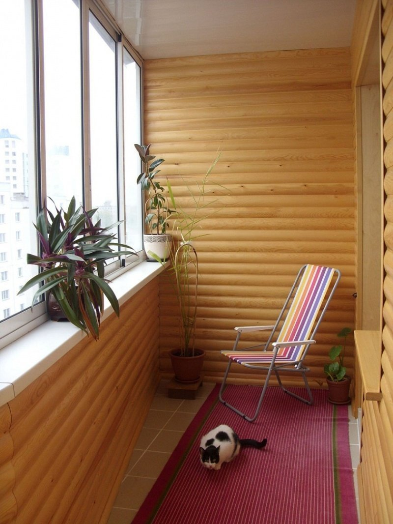 Вагонка в интерьере балкона