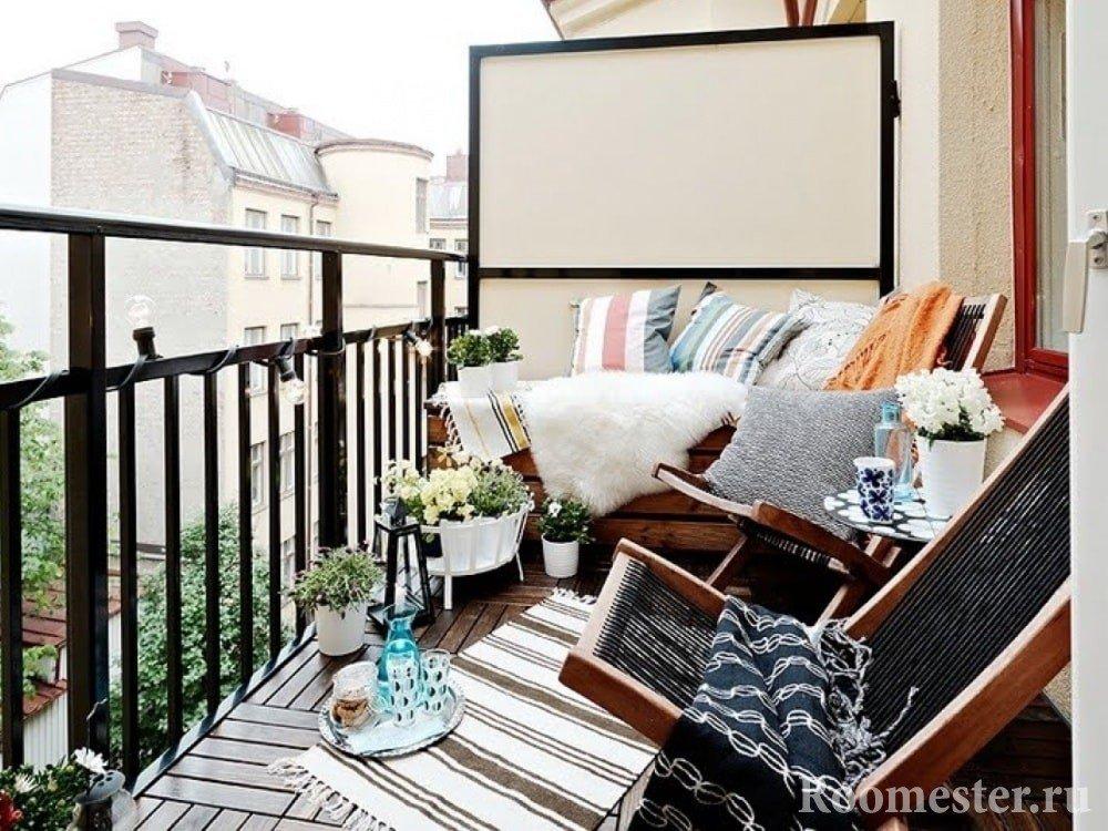 Кресла на открытом балконе