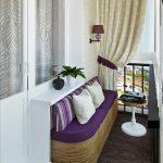 Балкон с диванчиком и столиком