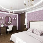 Зеркало и светильники на стене спальни