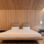 Подвесной светильник у кровати