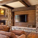 Красивый интерьер гостиной из камня и дерева
