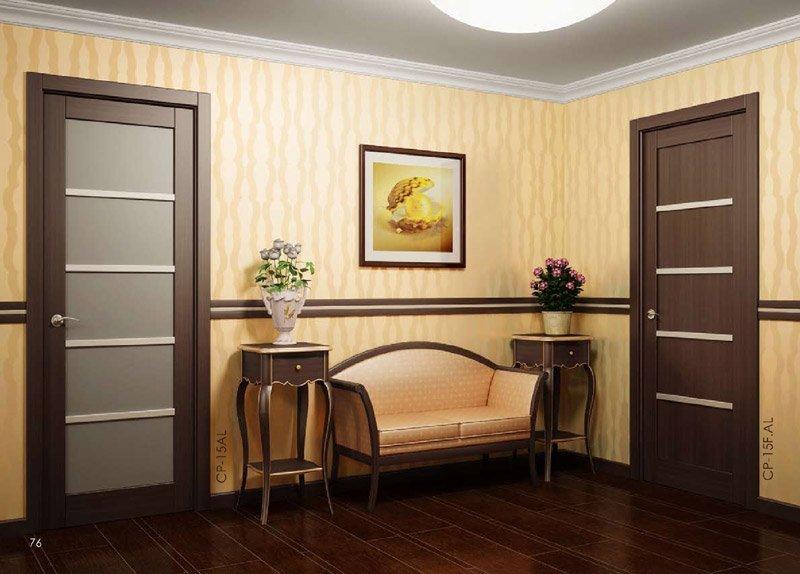 Красивые столики и диван в комнате