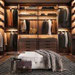 Пуфик и столик в гардеробной
