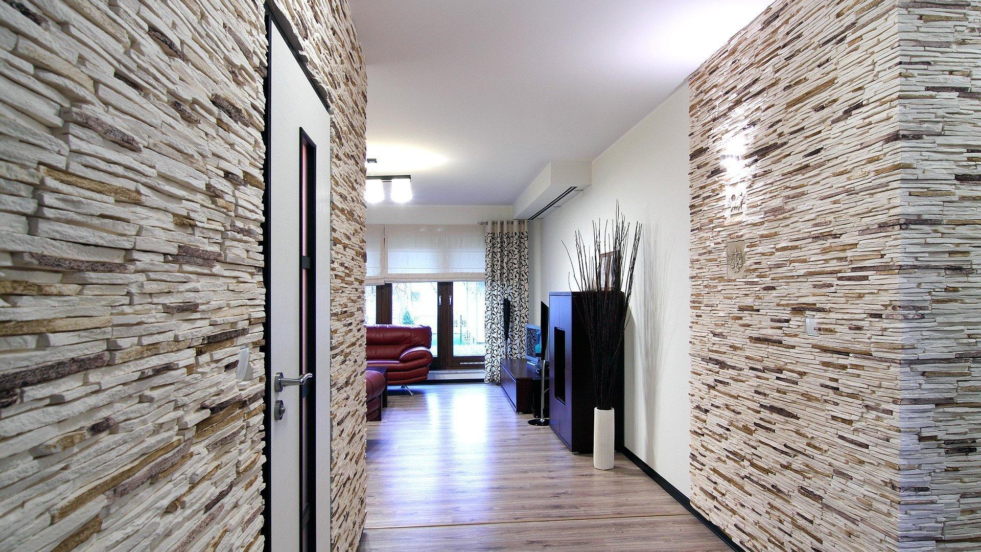 Плитка под камень на стенах в интерьере