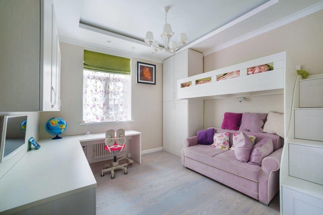 Кровать над диваном в детской