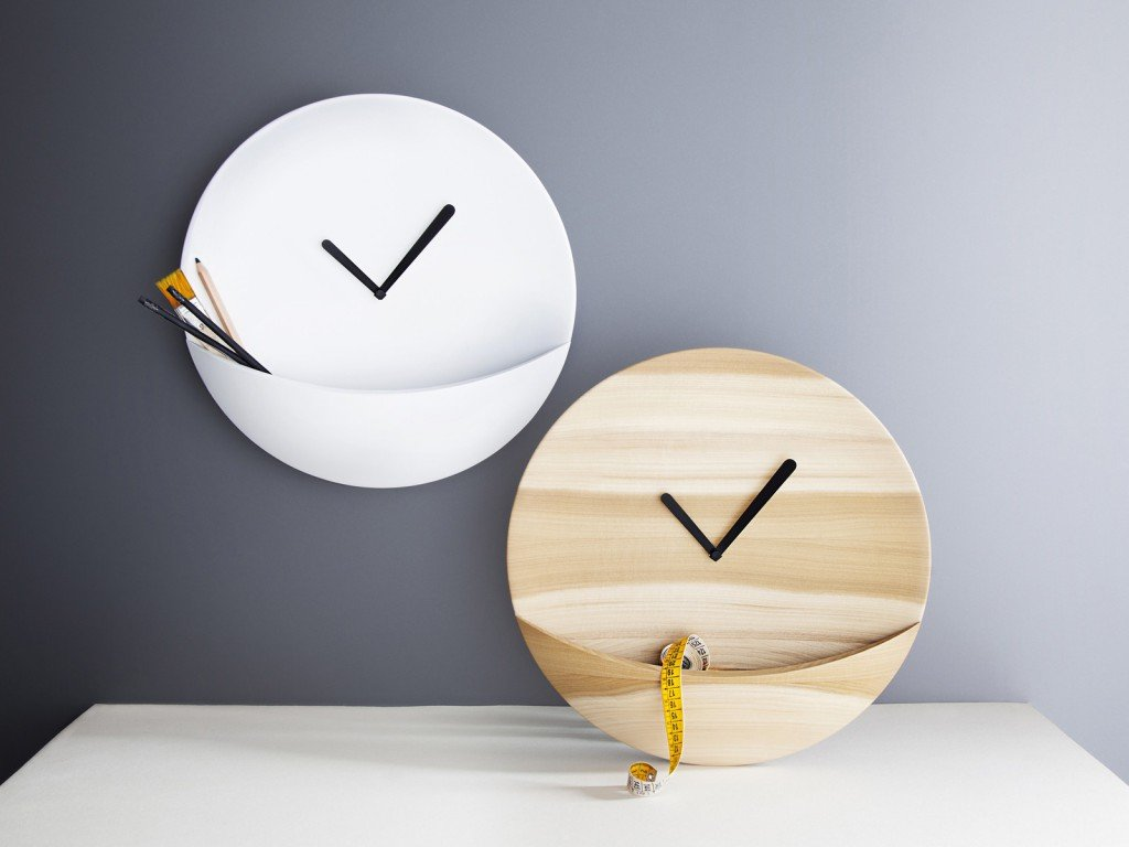 Часы с кармашками