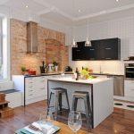 Дизайн кухни со стеной под кирпич