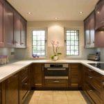Мебель разных цветов в интерьере кухни