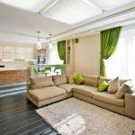 Зеленые шторы на кухне и в гостиной