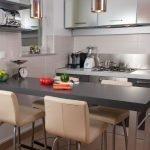 Шкафы стального цвета на кухне