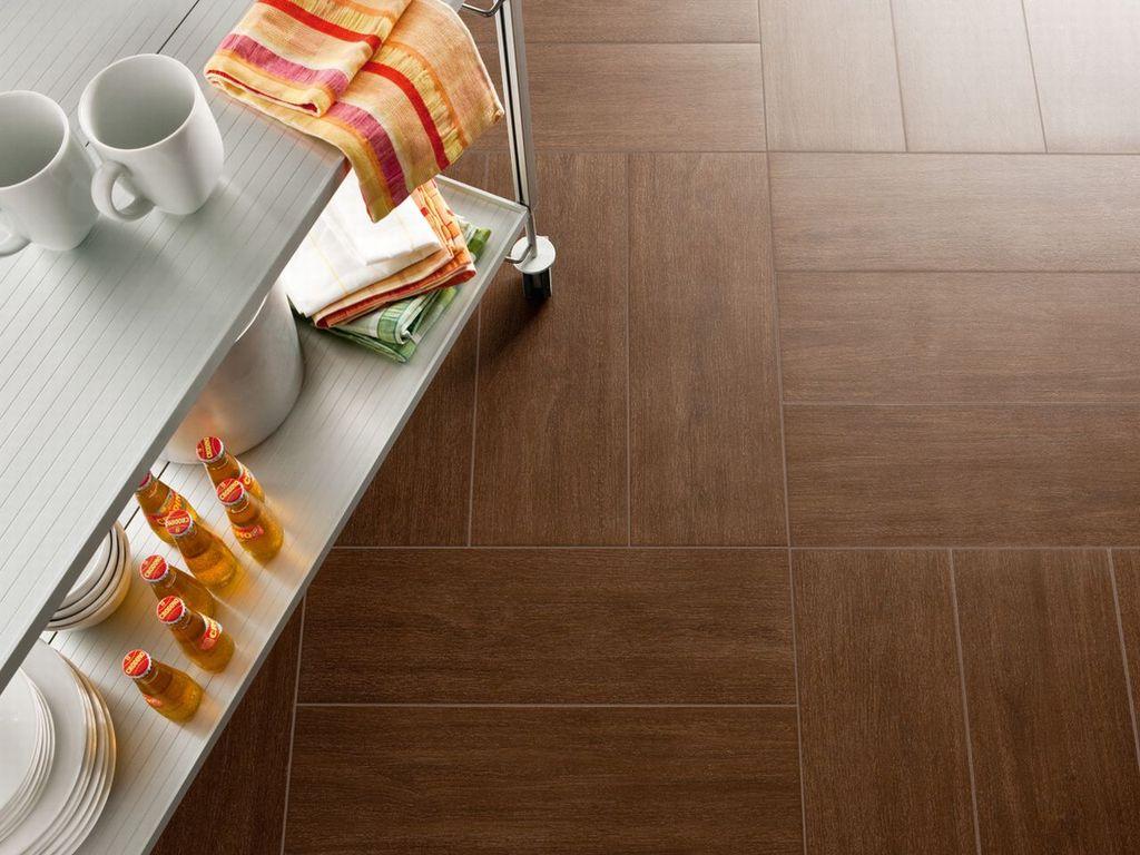 Паркетная укладка плитки на кухонном полу