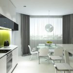 Белый интерьер кухни с серыми шторами
