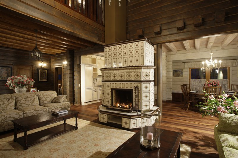 Гостиная с камином в изразцовом стиле