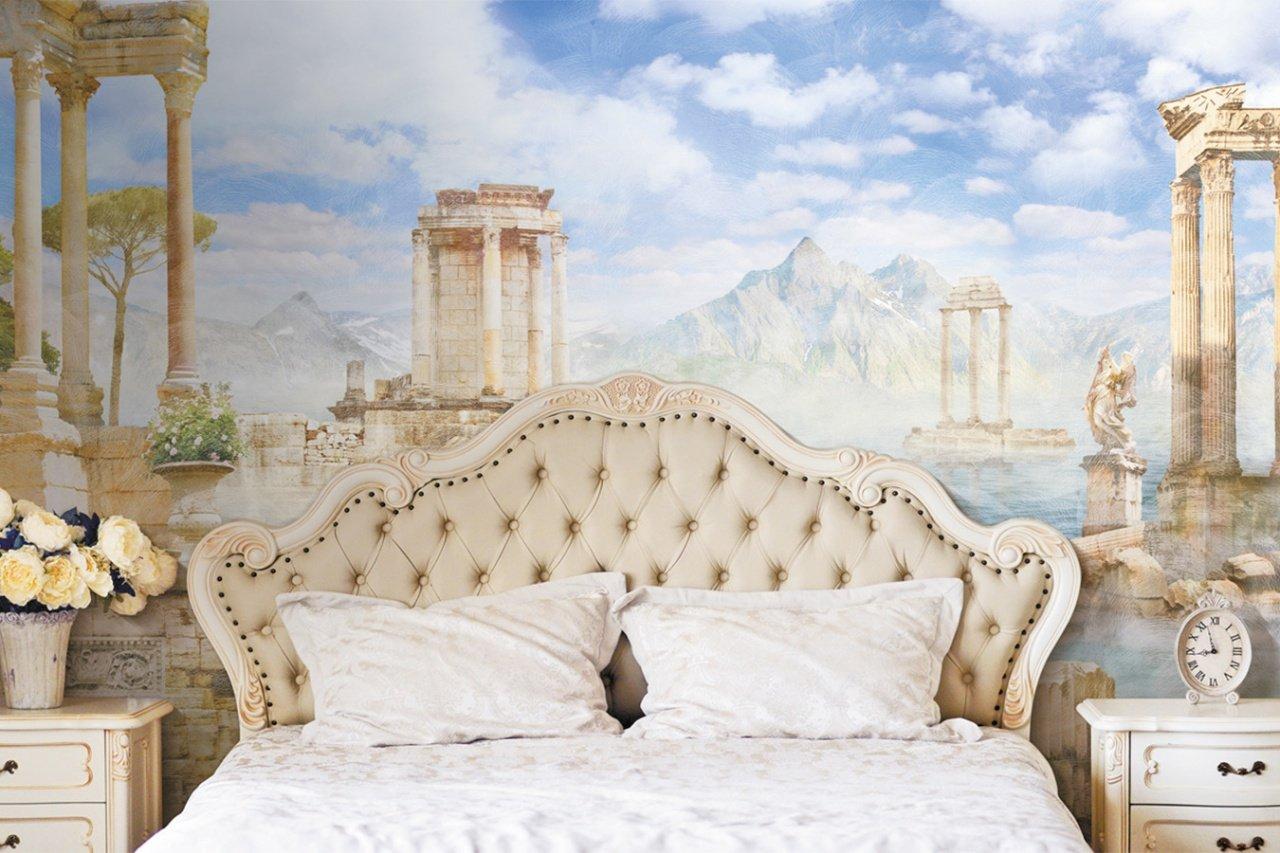 Фрески на стене спальни