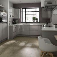 Кухня с серым интерьером