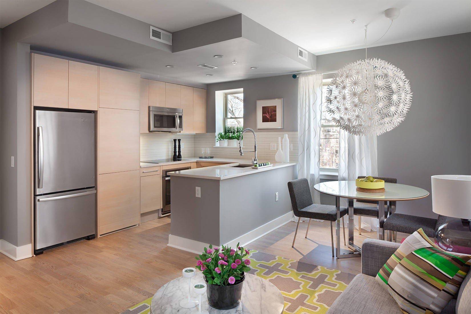 Кухня-гостиная с серым интерьером