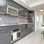 Кухонная мебель со встроенной микроволновкой