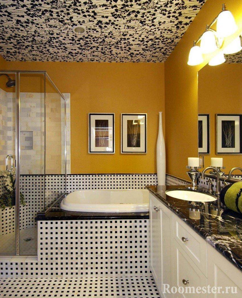 Виниловые обои на потолке ванной