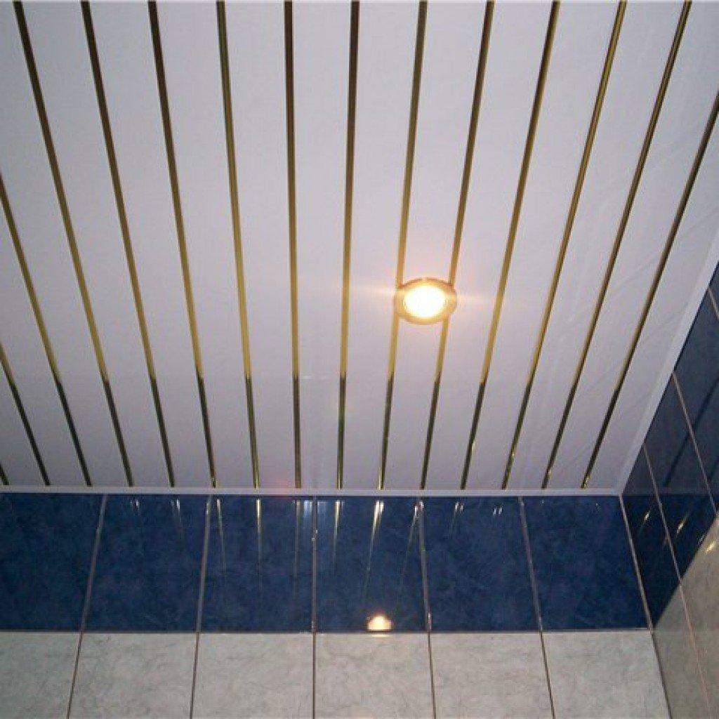 Ванная с потолком из ПВХ