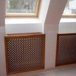 Решетка из дерева для радиатора