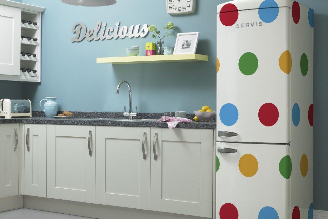 Геометрические узоры на холодильнике