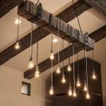 Лампочки на деревянном бруске