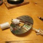 Монтаж патрона лампы на диске