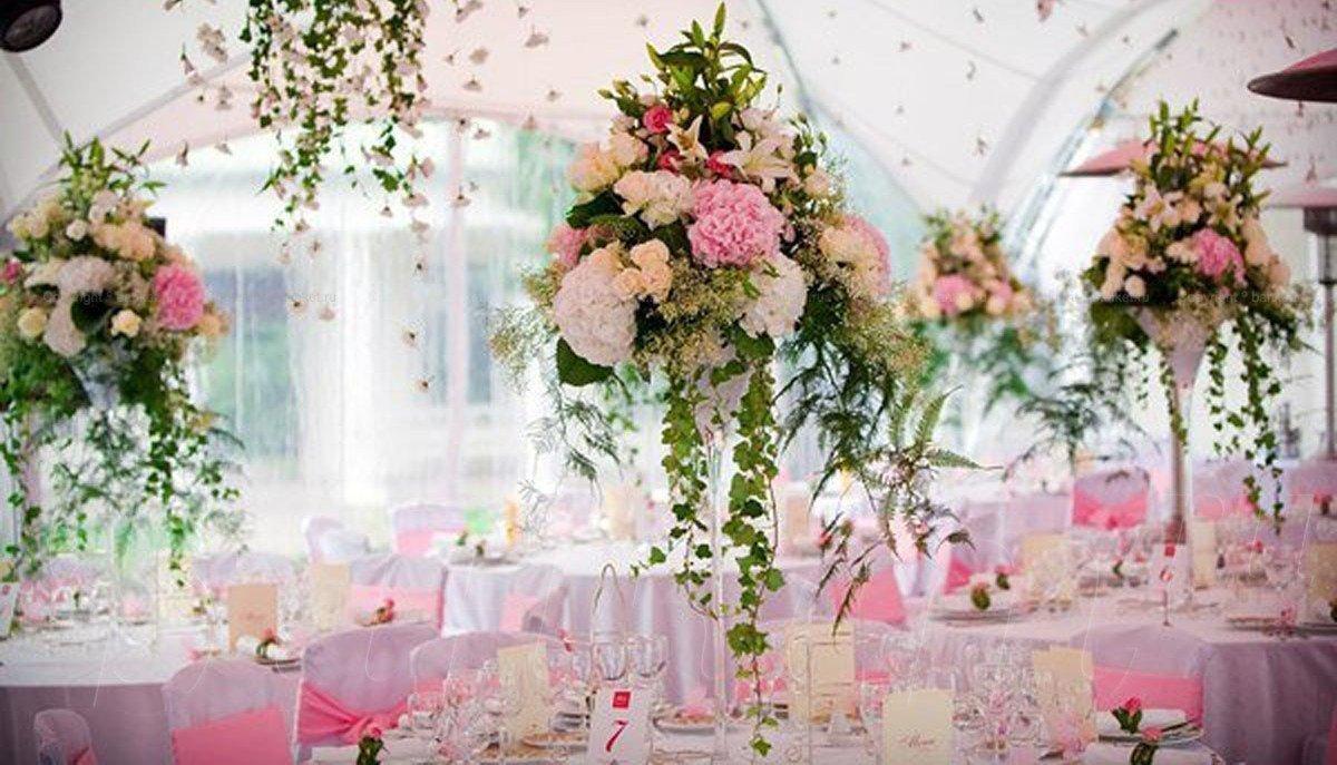 Украшение свадебного зала живыми цветами