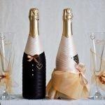Бутылки в костюме и платье
