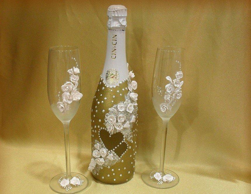 Декор бутылки и фужеров розочками и бусинами