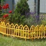 Небольшой забор для клумбы