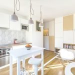 Кухня-гостиная в светлых цветах