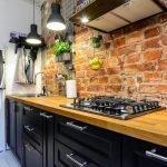 Стена под кирпич на кухне