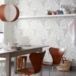 Полка с посудой на стене