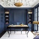 Сочетание синих стен и белого потолка