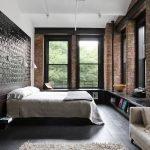 Широкие окна в спальне